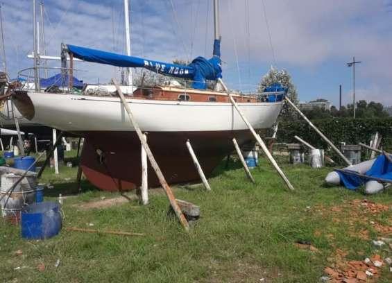 Vendo velero de madera clásico